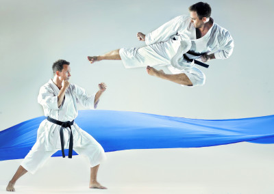 Forstørret bilde av Flygende spark i karatekamp