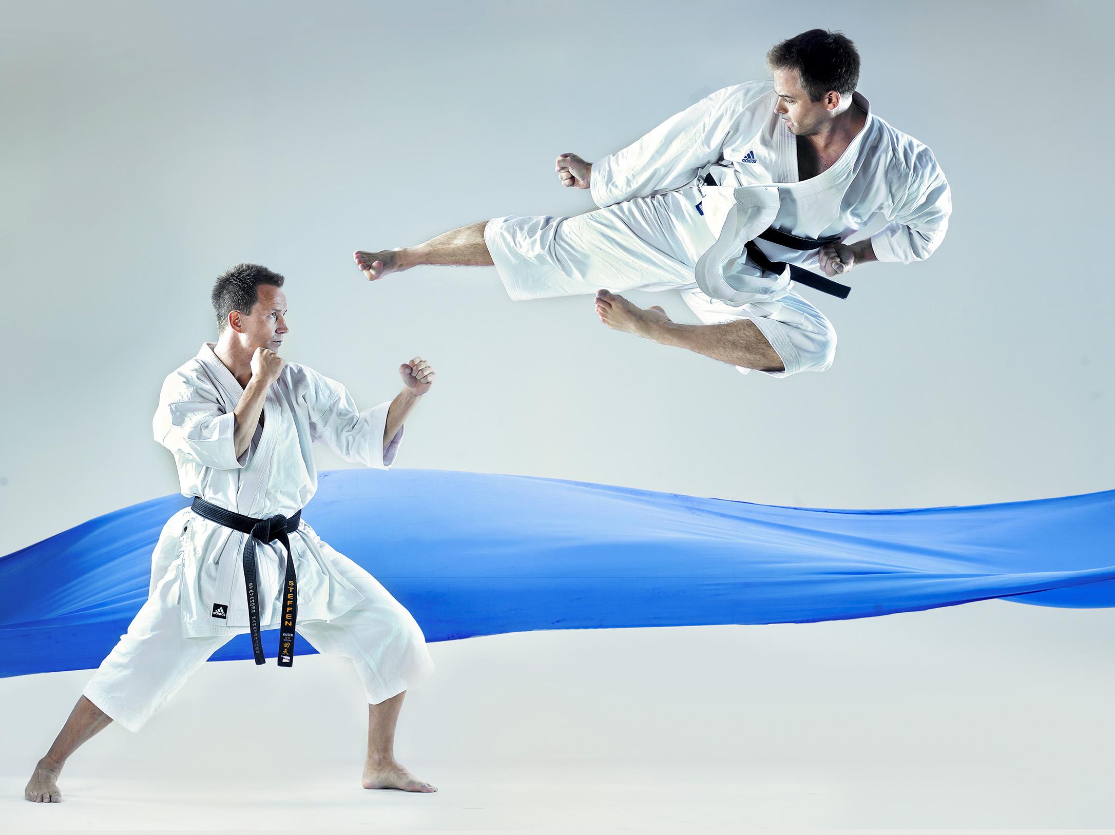 To karateutøvere i kamp